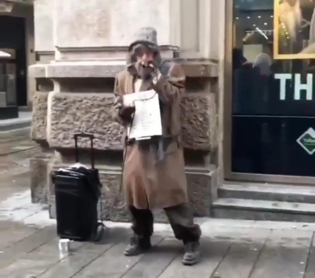 """Photo of Salmo vestito da barbone sta anticipando """"Playlist"""" per le strade di Milano?"""