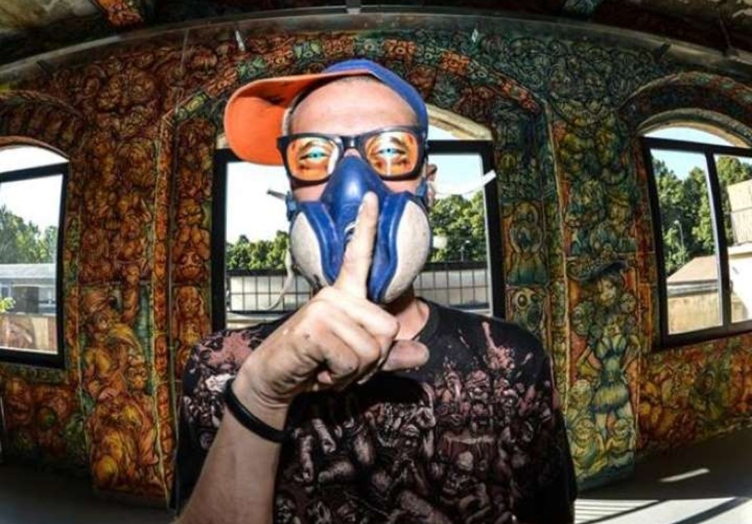 Photo of Morto lo street artist Alessandro Caligaris, soffocato da una bistecca.