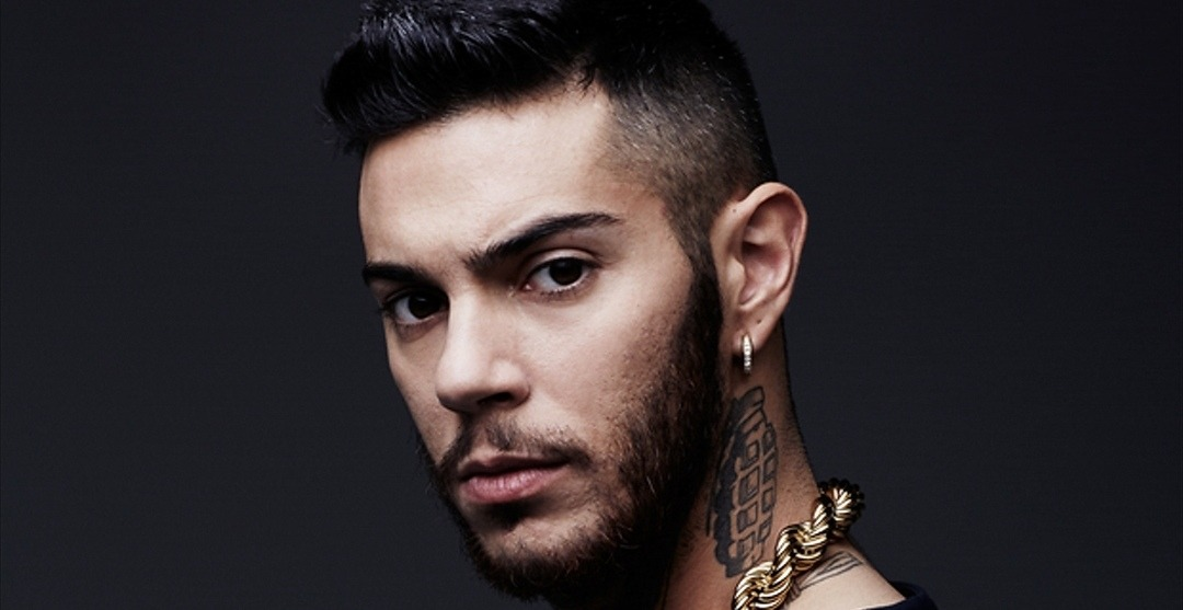 Photo of Emis Killa vi sfida in freestyle: provate a batterlo!