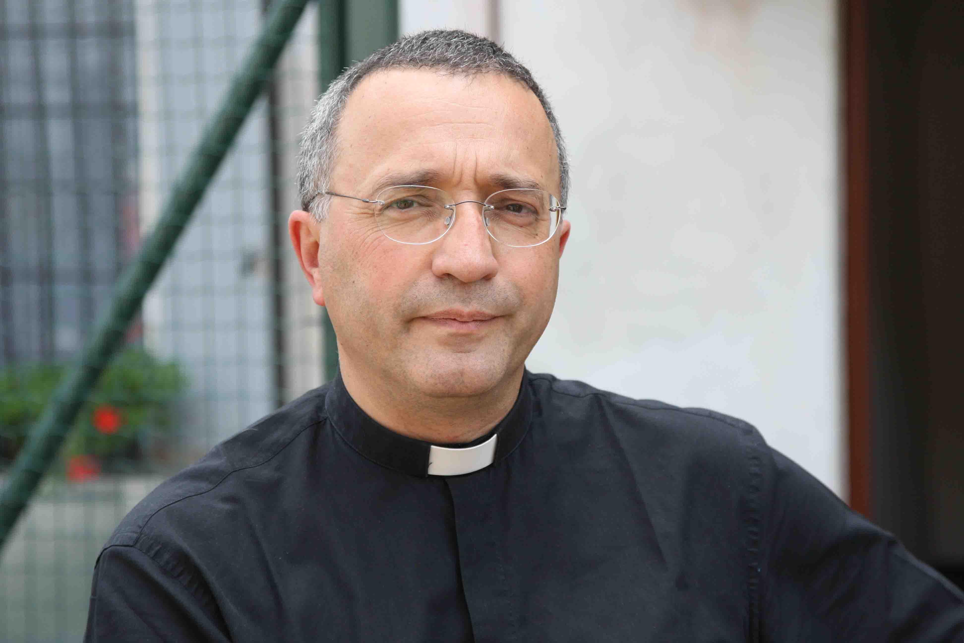 """Photo of """"Se incontro i rapper li picchio"""": dichiarazione shock di un sacerdote [AUDIO]"""